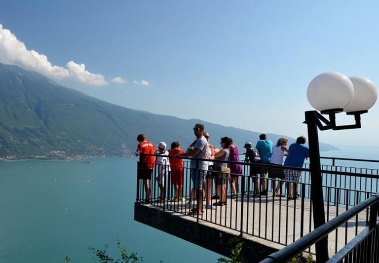 Terrace Of The Thrill Il Garda Online